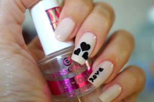 http://www.bellakulture.com/2014/12/mani-monday-nail-designs.html