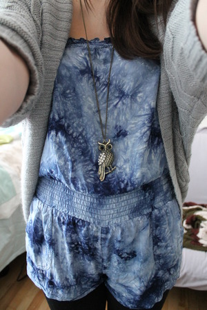 i like to pair my tie dyed romper with blacks tights, my grey cardigan and a long necklace on those chilly spring days here and Canada!!