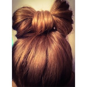 Did this hairstyle on a friend and I think it's adorable 🎀