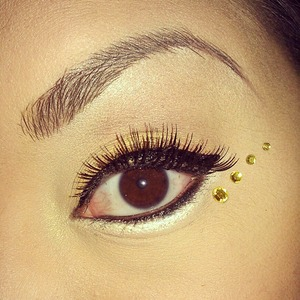 Simple lash and jewels look