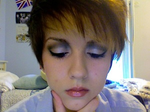 20's-esque, but a bit like Siouxsie Sioux