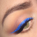 Fall trend make-up : Blue liner and bright lips