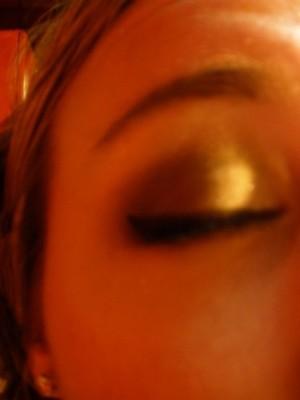 Dark brown, gold smokey eye. Crappy quality picture.