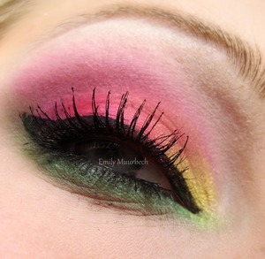 Pink/Purple/yellow/green  http://trickmetolife.blogg.se