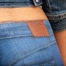 Bodypaint jeans .