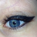 Winged liner 💜