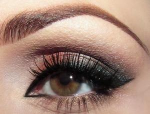 tutorial: http://www.snobka.pl/artykul/makijaz-zabawa-pigmentem-13775