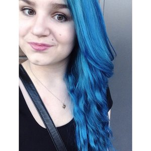 Loving my new blue hair. For any products used, feel free to comment :)
