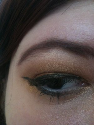 gold pin up eye