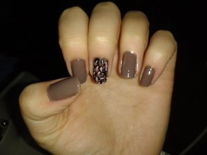 share your photos of nails too! i used- ELF smokey brown  :b
