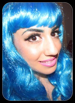 http://leadingladymakeup.com/2012/02/20/blue-hair-dont-care-katy-perry-makeup/