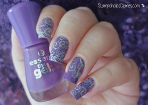 http://stampoholicsdiaries.com/2015/12/15/lace-nales-with-essence-chez-delaney-and-mundo-de-unas/
