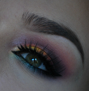For more pictures visit my blog! http://makeupisart.se/2014/02/24/dagens-makeup-tropical/