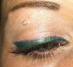 Bellapierre green pigment used as liner.