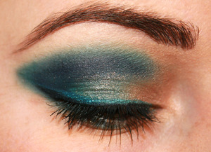 toupe and blue eyeshadow with a double wing and simple mascara, no false lashes.   also use ELF get eyeliner pots.