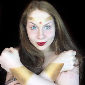 http://www.thaeyeballqueen.com/makeuplooks/simple-wonder-woman-halloween-makeup-look-lillee-woman/