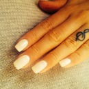 White simple, classy nails, with a bit of glimmer 💎