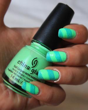 http://littlebeautybagcta.blogspot.com/2013/07/highlight-of-my-summer-nails.html