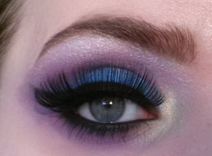 """Played around with the Sleek cosmetics """"Acid"""" and """"Lagoon"""" palette."""