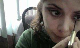 Cómo hacer un maquillaje teatral, paso dos: sombras, pestañas, rubor y labial