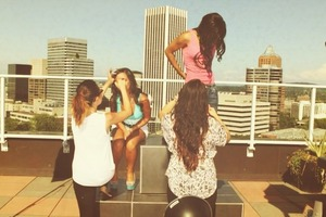 Behind the scenes of a photoshoot I was on set for.