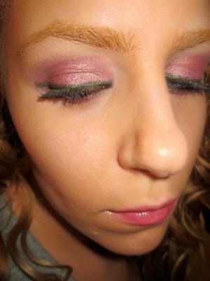 laura geller eyeshadow in mauve on lid & mint as liner.
