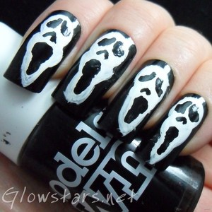 To find out more about this mani visit http://glowstars.net/lacquer-obsession/2012/10/influenced-by-scary-movie