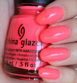 From the Sunsational Collection! Click here to see my review and more swatches: http://www.swatchandlearn.com/china-glaze-shell-o-swatches-review/