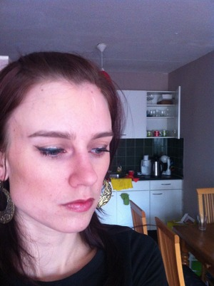 Green and gold wing eyeliner with toned-down look, daytime needn't be dull! (Plus.... happens to be SA sports colours....)  (Blus is a matte bronzer from HEMA, in a true-brown shade, combined with their highlighting blush as a highlighter on top of cheekbones). Gosh liquid liner
