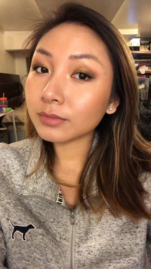 Testing out my new prism palette, and hourglass products. The Luminous lighting powder looks beautiful!   I'd love to know what everyone's favorite Hourglass products are..!