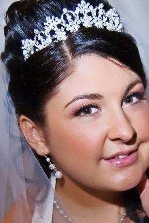 http://leadingladymakeup.com/2009/09/03/bridal-makeup/