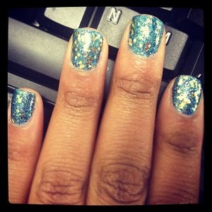 I called this glitter overloaded nail design, Tipple Glitter, simply because I used 2 different colors of glitter to create this look. 1 teal, 1 blue & 1 gold