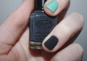Birchbox and Color Club's Status Update. It's a creamy gray with blue undertones.