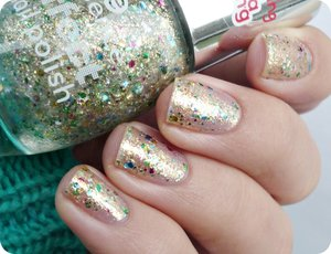 http://malykoutekkrasy.blogspot.cz/2014/12/essence-effect-nail-polish-20-hidden.html