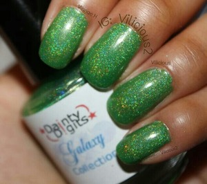 Two coats of Dainty Digits Earth Angel without topcoat. ♥_♥ A gorgeous grass green holographic.