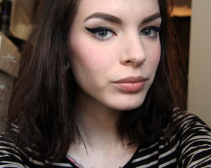 Blue mascara is an interesting pop of colour for a neutral look.
