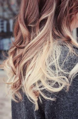 Ombre hair curly or straight beautylish i really love ombre hair i think its really cutebut ive only seen ombre on cury hair is it only okay to have ombre on curly hairor could it be cute urmus Images