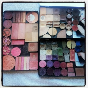 Make your own palette. #palette #custom 1.#blush #toofaced #revlon #lafemme #lancome #esteelauder #sephora #elf #bobbibrown #bricks #bodyshop #loreal 2.#eyeshadow #inglot #mac #esteelauder #toofaced  3. #soniakashuk #mac #lancome #loreal