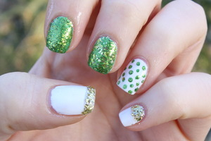 Green & Gold Mani perfect for celebrating St. Patrick's Day! http://livingaftermidnite.blogspot.com/2013/03/st-patricks-nails.html