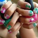 Hourglass nails
