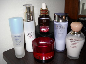 All the best, especially Estee Lauder - Advanced Night Repair Synchronized Recovery Complex <3<3<3 Best serum ever!