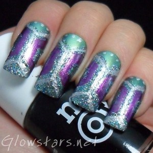 To find out more about this mani please visit http://glowstars.net/lacquer-obsession/2012/10/glitter-squeeze