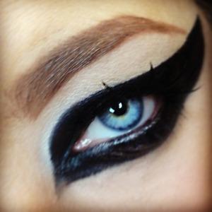 Intense cat eye