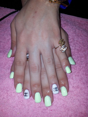 sping chanel nails in banana colour