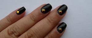 For more pictured of my NOTD, go to http://nailsbystephanie.blogspot.nl/2013/06/notd-black-studs.html