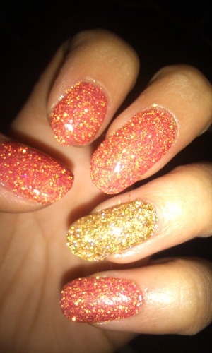 gel nails with a red glitter that had a hint of gold and on the ring finger, gold glitter that had a hint of red :)