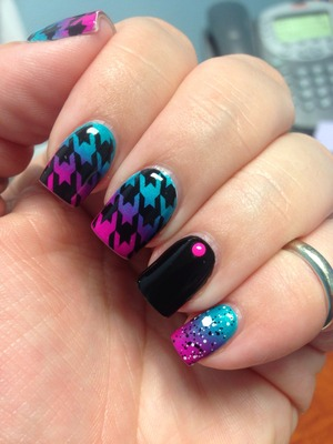 I sponged on China Glaze purple panic and turned up turquoise and stamped the houndstooth pattern with Bundle Monster plate 322 and Konad special black stamping polish. The neon stud is from Born Pretty Store. <3 these!