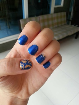 a quick and easy nail done by me :)