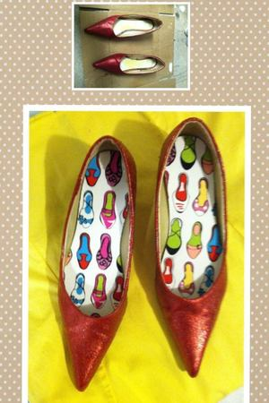 I took an old pair of red heels, added glitter with Gloss Mod Podge, cute shoes print soles and create Dorothy's Ruby Red shoes from the movie Wizard of Oz.