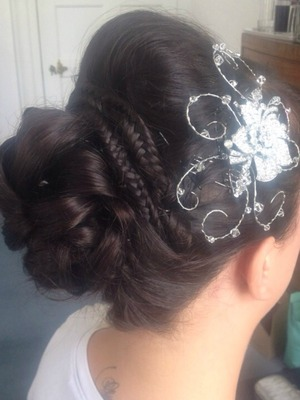 One of my favourite hairstyles, born from the weddings vintage theme and accessorised by such a beautiful hair slide